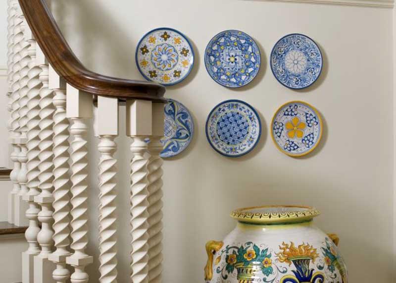 Cách trang trí nhà cửa bằng đĩa sứ như thế nào cho hợp lí?
